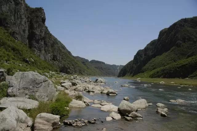 溢泉湖风景区 山水生态游. 炉峰山--漳河三峡—-古村落--农家乐.